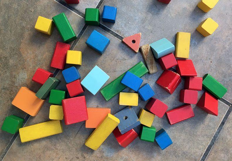La majoria de les joguines i materials que oferim són de matèries naturals com la llana, el metall o la fusta